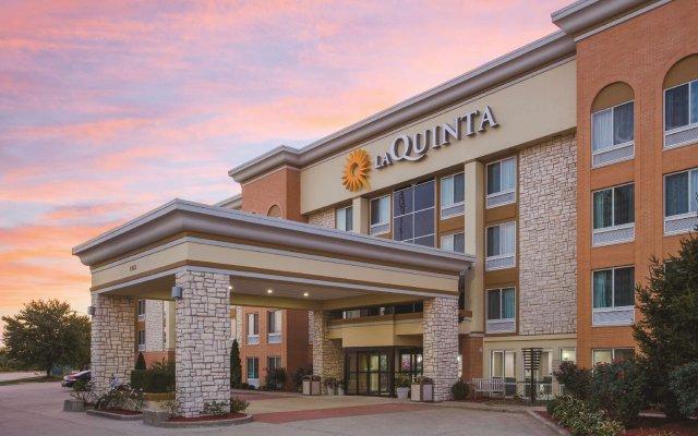 Отель La Quinta Inn & Suites Effingham вид на фасад