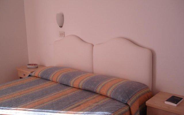 Отель Albergo B&b Serafini Римини комната для гостей