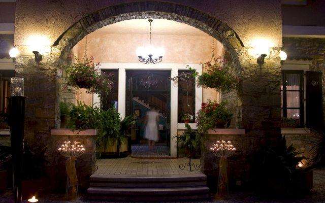 Отель Villa Andor вид на фасад