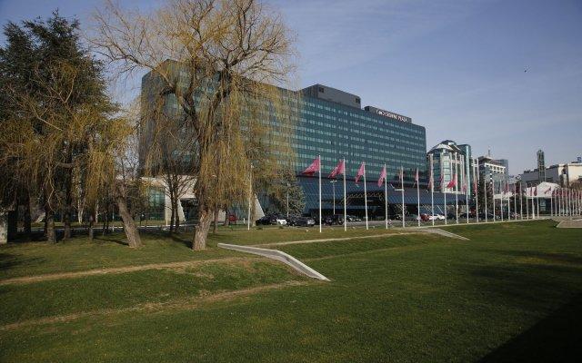 Отель Crowne Plaza Belgrade Сербия, Белград - отзывы, цены и фото номеров - забронировать отель Crowne Plaza Belgrade онлайн спортивное сооружение