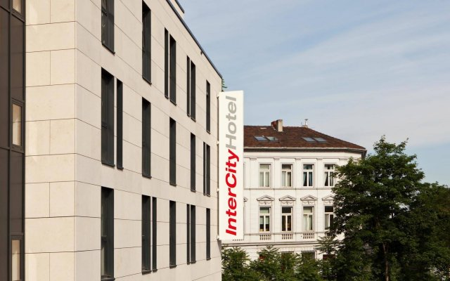 Отель InterCityHotel Bonn вид на фасад
