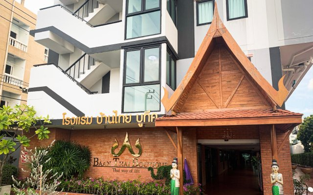 Отель Wattana Place вид на фасад