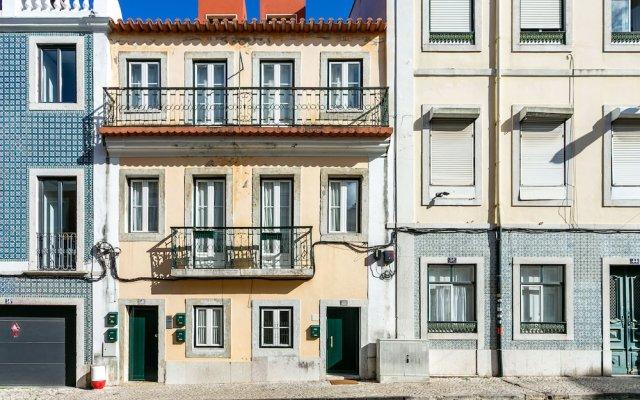 Отель Cozy T.M. Flat in the Heart of Lisbon Лиссабон вид на фасад