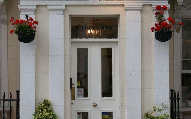 Wedgewood Hotel вид на фасад