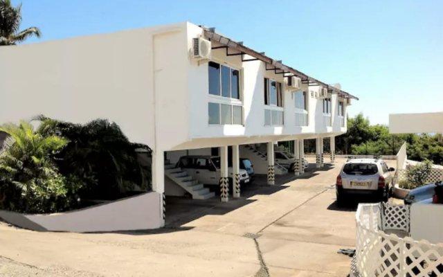 F2 Manureva Iti Apartment 1