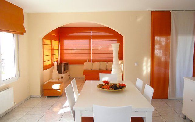 Отель Holiday Home la Cuana Испания, Курорт Росес - отзывы, цены и фото номеров - забронировать отель Holiday Home la Cuana онлайн комната для гостей