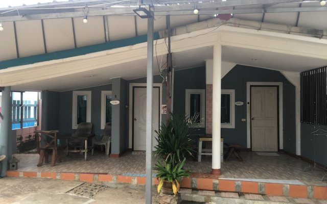 Отель Poopreaw Resort вид на фасад