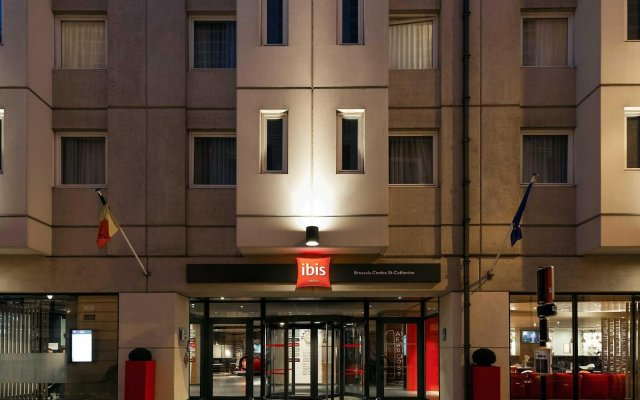 Отель ibis Brussels City Centre вид на фасад