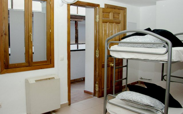 Mad4you Hostel комната для гостей