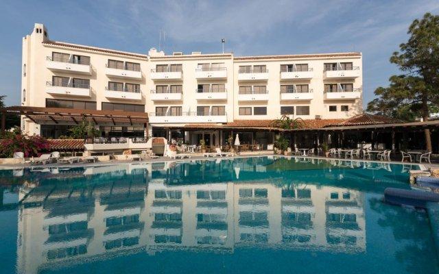 Отель Paphos Gardens Holiday Resort вид на фасад