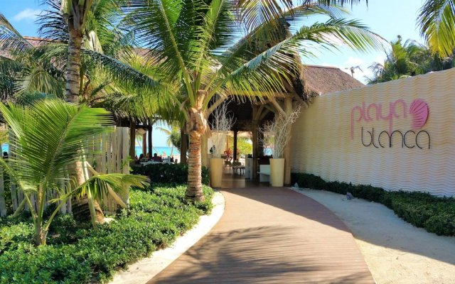 Отель Punta Cana Seven Beaches Доминикана, Пунта Кана - отзывы, цены и фото номеров - забронировать отель Punta Cana Seven Beaches онлайн вид на фасад