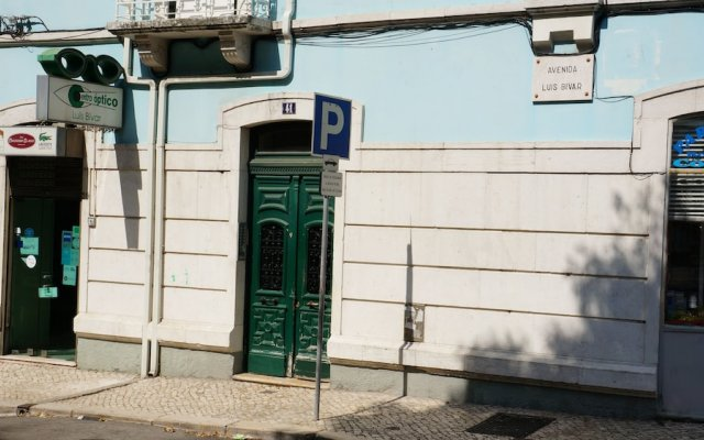 White and Grey Lisbon - Hostel вид на фасад
