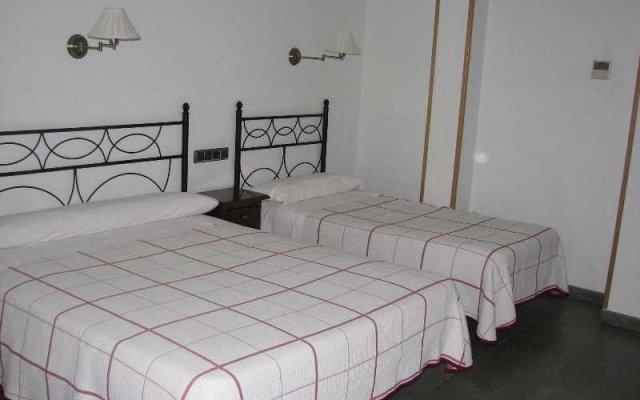 Отель Hostal Ivor комната для гостей