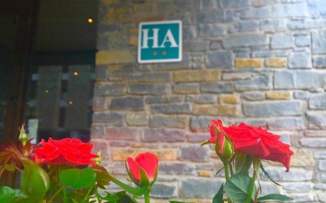 Отель Aparthotel La Vall Blanca Испания, Вьельа Э Михаран - отзывы, цены и фото номеров - забронировать отель Aparthotel La Vall Blanca онлайн вид на фасад
