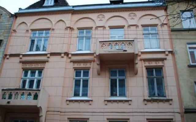 Гостиница Hostel Family House Украина, Львов - 7 отзывов об отеле, цены и фото номеров - забронировать гостиницу Hostel Family House онлайн вид на фасад