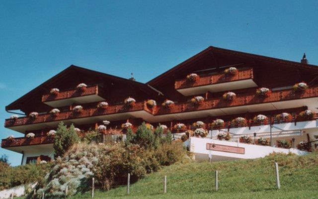 Отель Le Grand Chalet вид на фасад