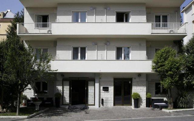 Отель c-hotels Club House Roma вид на фасад