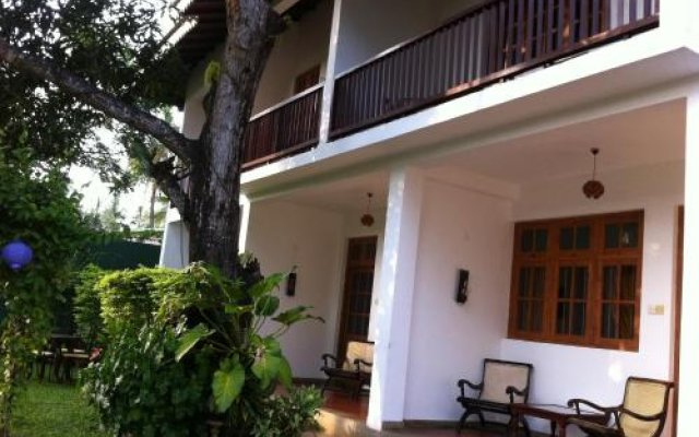 Отель Little Paradise Tourist Guest House and Holiday Home вид на фасад