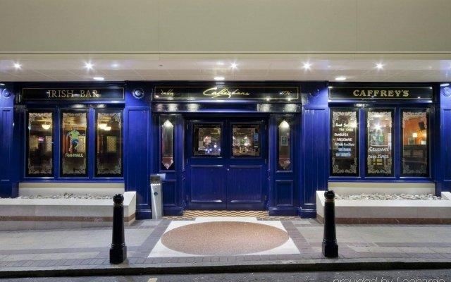 Отель Holiday Inn London-Bloomsbury Великобритания, Лондон - 1 отзыв об отеле, цены и фото номеров - забронировать отель Holiday Inn London-Bloomsbury онлайн вид на фасад