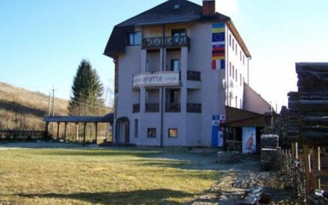 Отель Aratta Поляна вид на фасад