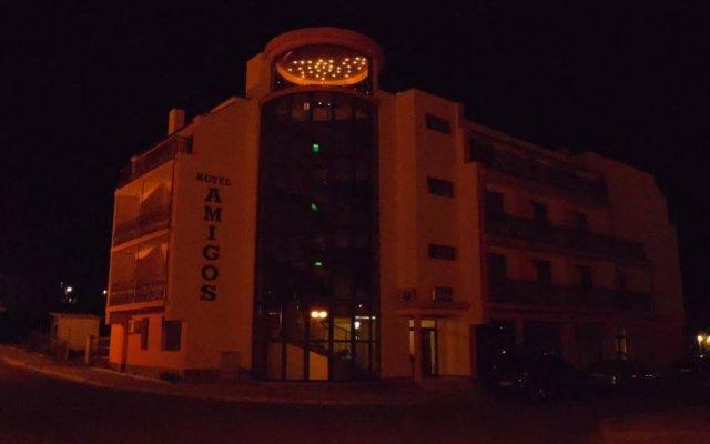 Отель Amigos - Full Board Болгария, Аврен - отзывы, цены и фото номеров - забронировать отель Amigos - Full Board онлайн вид на фасад