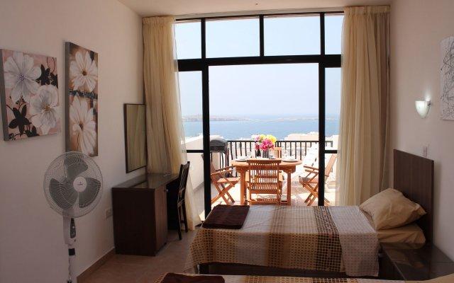 Отель Seashells Penthouse Bugibba Буджибба комната для гостей