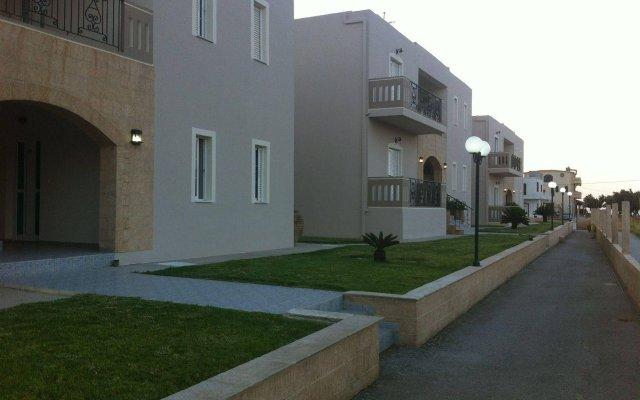 Mediterranean Hotel Apartments & Studios вид на фасад