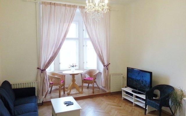 Апартаменты Old Town Square Apartments комната для гостей
