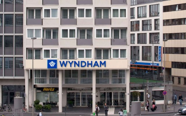 Отель Wyndham Köln вид на фасад