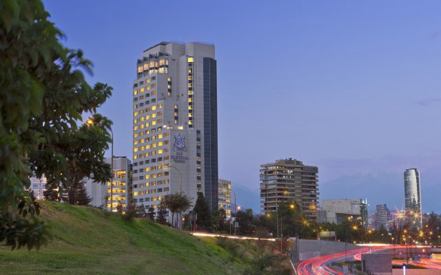 Sheraton Santiago Hotel and Convention Center вид на фасад