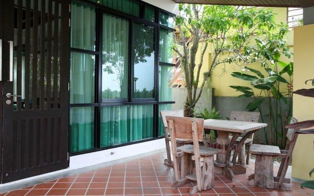 Отель 4 BR Private Villa in V49 Pattaya w/ Village Pool Паттайя вид на фасад
