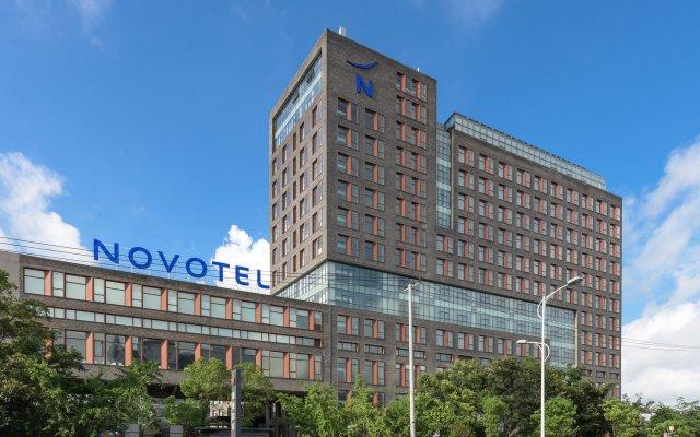 Отель Novotel Shanghai Clover вид на фасад