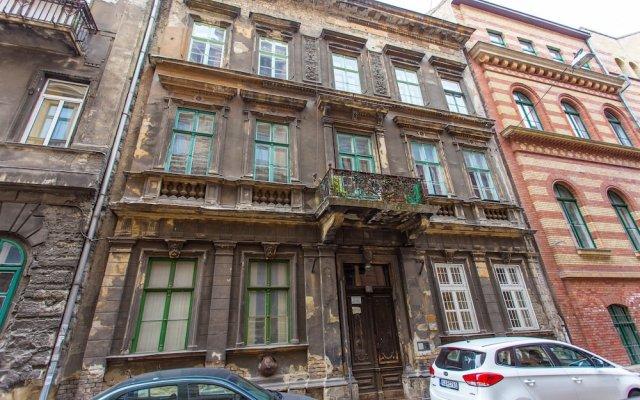 Отель Lucy In The Sky With Diamonds Будапешт вид на фасад
