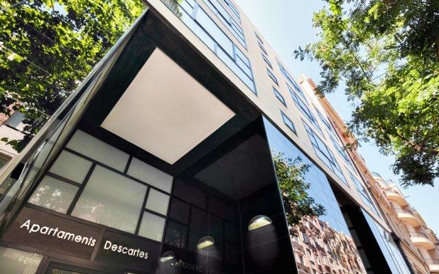Отель Apartamentos Descartes Барселона вид на фасад