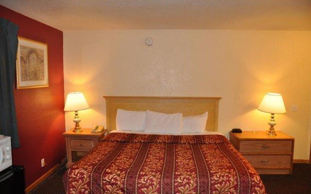 Отель Northwood Inn & Suites Блумингтон комната для гостей