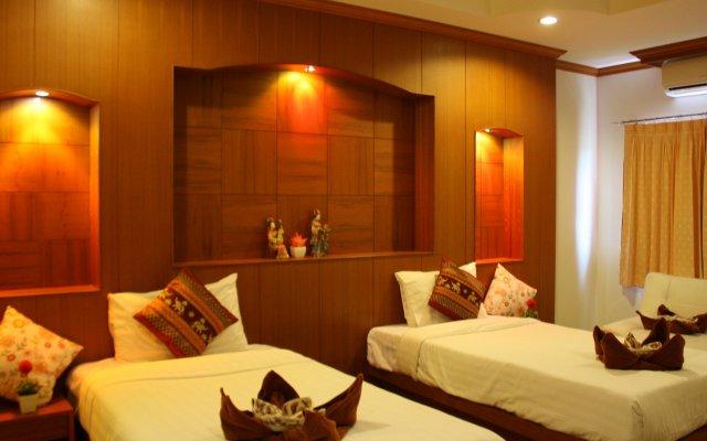 Отель Suksan Patong Place Guesthouse комната для гостей