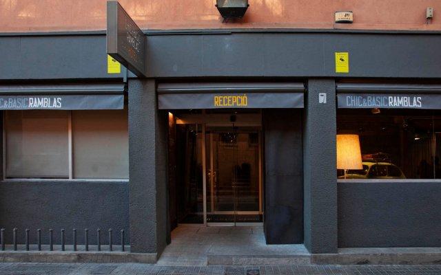 Отель Chic & Basic Ramblas Барселона вид на фасад