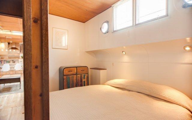 Апартаменты Houseboat Apartments - Canal Belt East Area комната для гостей