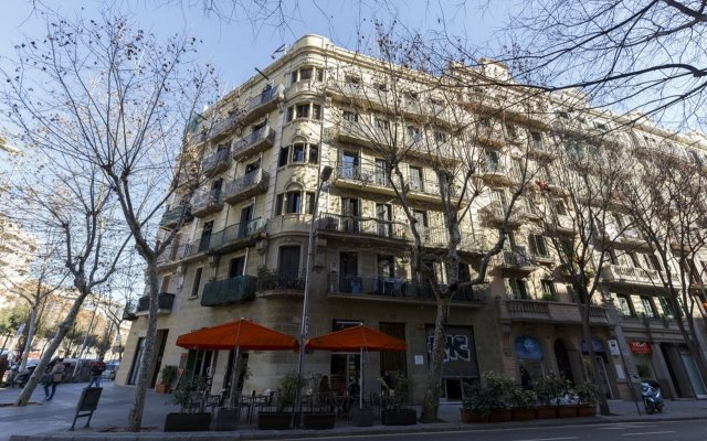 Отель AinB Eixample - Miró Барселона вид на фасад