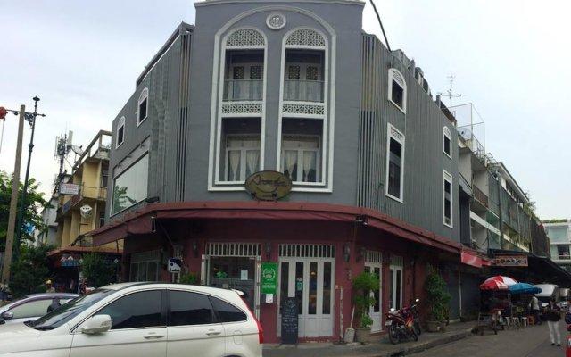 Arom D Hostel Бангкок вид на фасад
