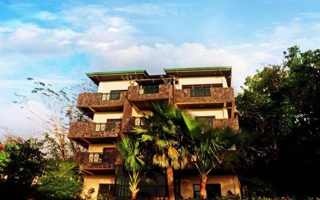 Отель MC Mountain Home Apartelle Филиппины, Тагайтай - отзывы, цены и фото номеров - забронировать отель MC Mountain Home Apartelle онлайн вид на фасад