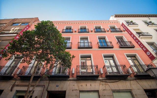 Отель Petit Palace Tres Cruces Испания, Мадрид - отзывы, цены и фото номеров - забронировать отель Petit Palace Tres Cruces онлайн вид на фасад