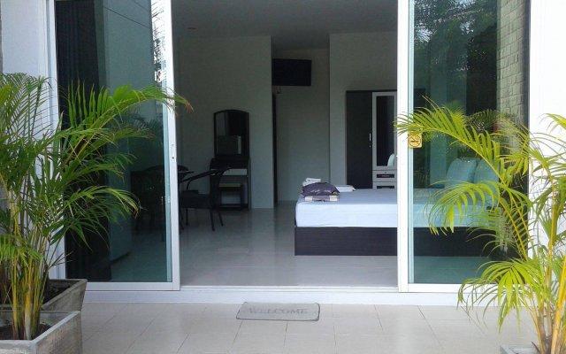 Отель But Different Phuket Guesthouse вид на фасад
