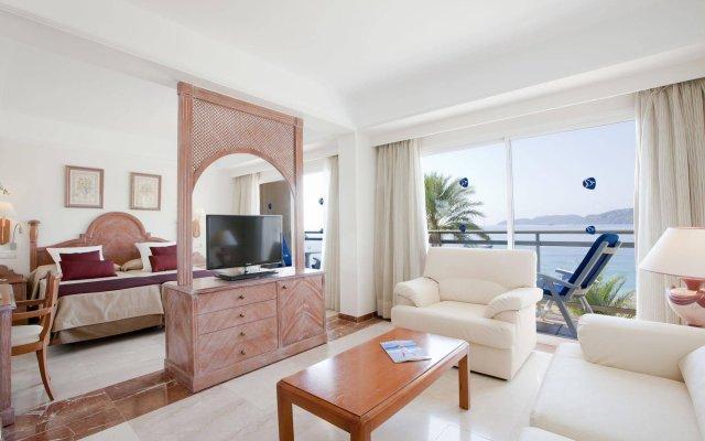 Отель Grupotel Cala San Vicente Испания, Сен-Жуан-де-Лабриджа - отзывы, цены и фото номеров - забронировать отель Grupotel Cala San Vicente онлайн комната для гостей