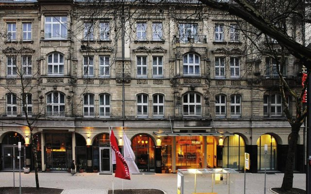 Отель IntercityHotel Düsseldorf вид на фасад
