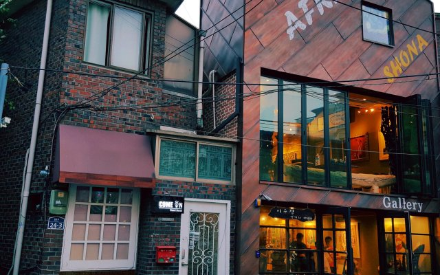Отель Come On Guesthouse Myeongdong вид на фасад