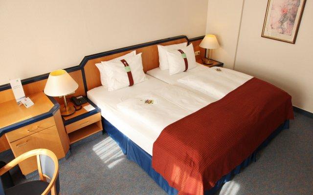 Отель Holiday Inn Hamburg вид на фасад