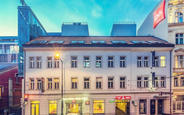 Отель Ibis Old Town Прага вид на фасад