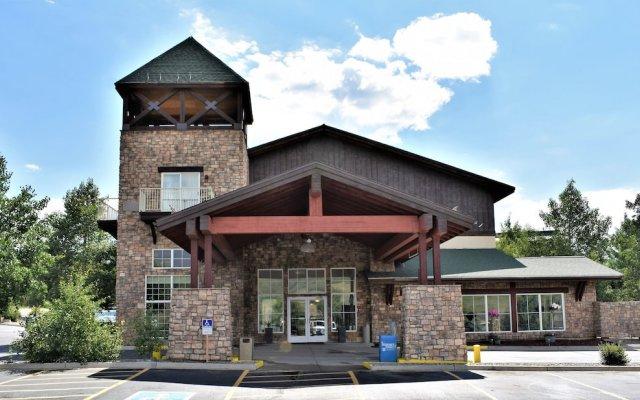 Отель Quality Inn and Suites Summit County вид на фасад