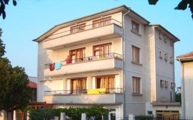 Отель Пансион Дичев Аврен вид на фасад